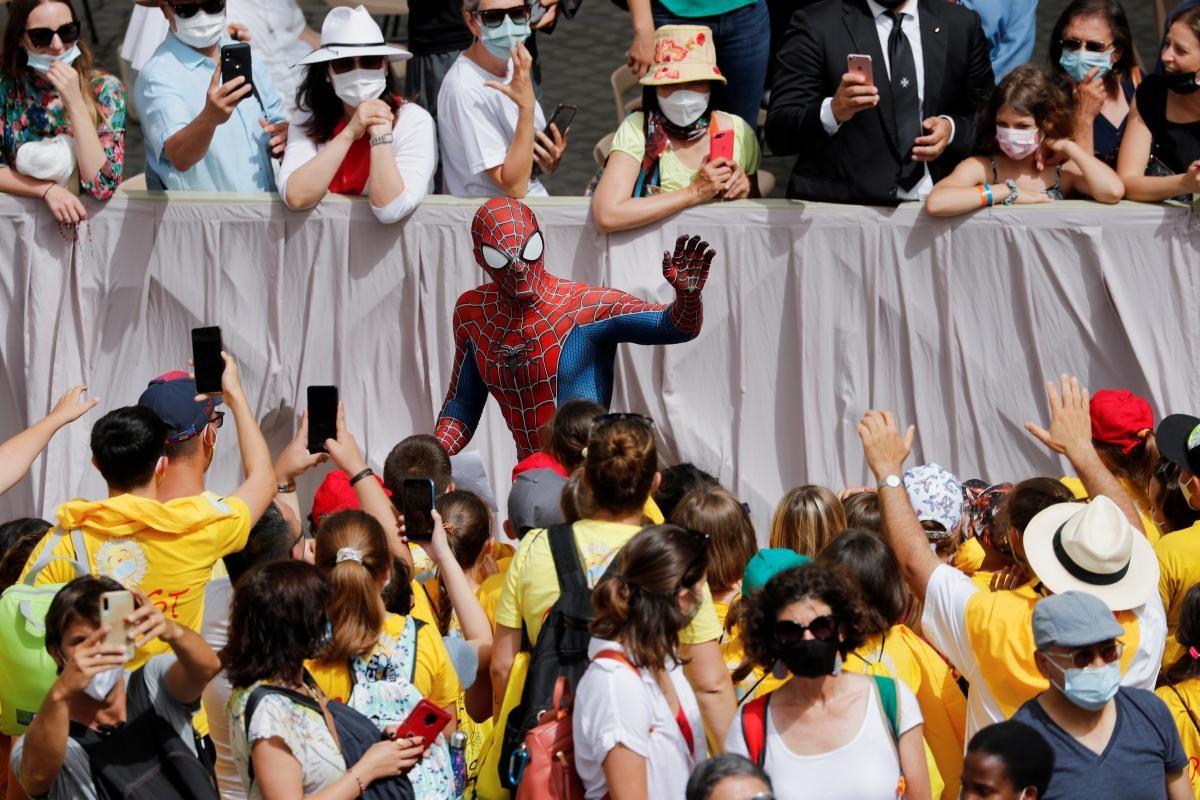 Папа Римский встретился с Человеком-пауком (ФОТО)  - фото 2