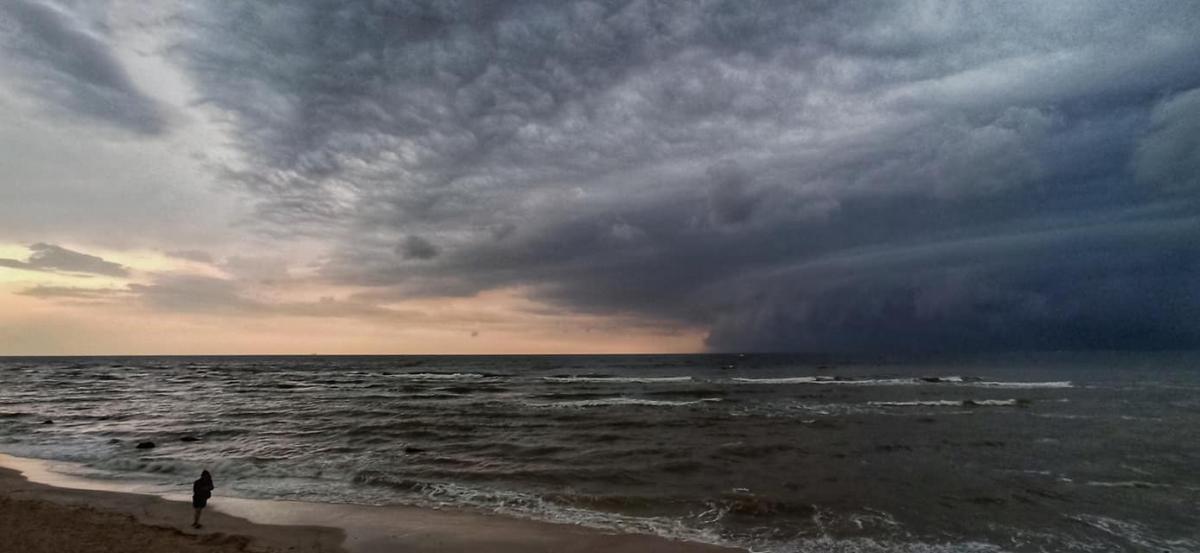 Показали, як страшна буря наступала на Маріуполь (ФОТО) - фото 2