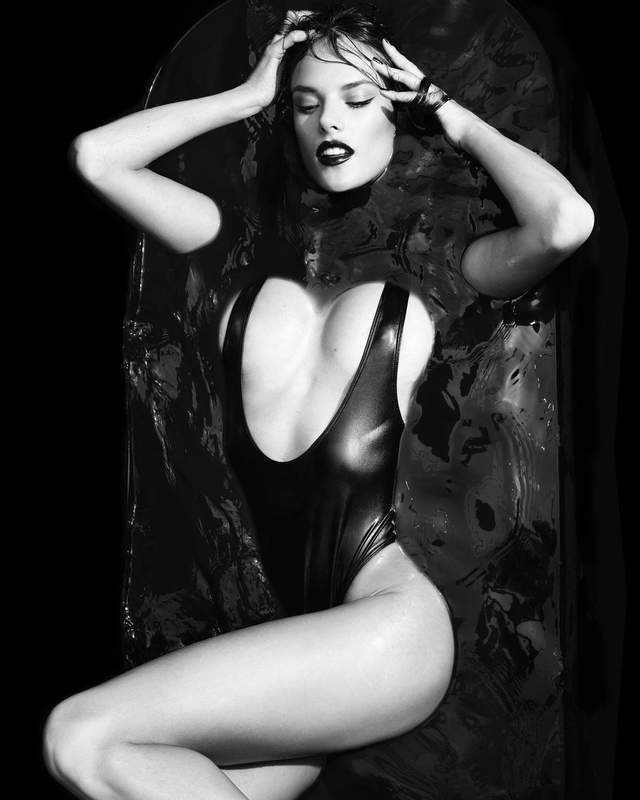 Алессандра Амброзио взбудоражила пикантными фото в ванной - фото 2