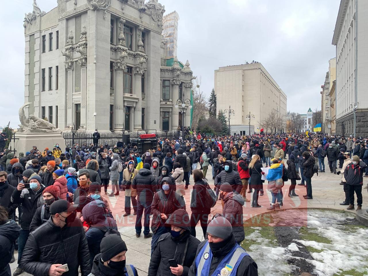 У Києві активісти на підтримку Стерненка крокують до Генпрокуратури: уся колона в диму (фото) - фото 4
