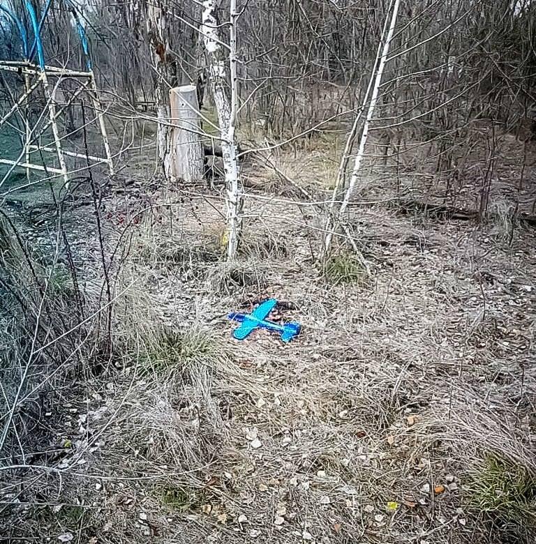 Боевики на Донбассе начинили детский самолет взрывчаткой (Фото) - фото 2