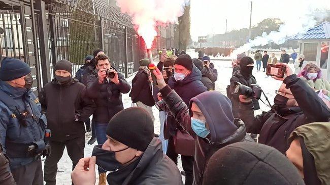 В Киеве сорвали акцию в поддержку Навального (фото, видео) - фото 7