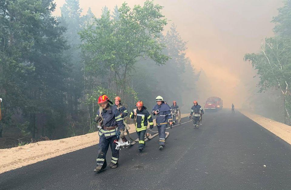 Пожары в Луганской области: устрашающие фото масштабного огня - фото 6