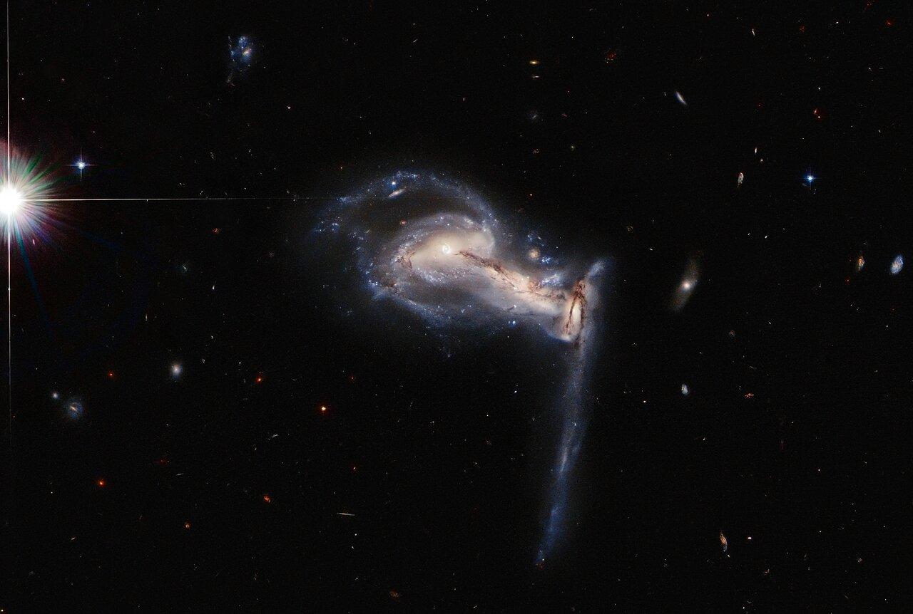 Hubble сфотографировал необычную систему галактик (ФОТО) - фото 2