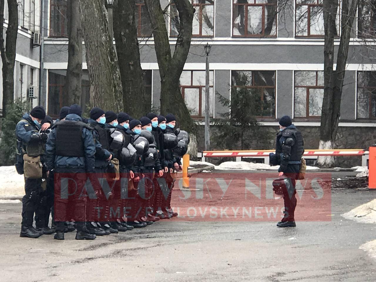 У Києві активісти на підтримку Стерненка крокують до Генпрокуратури: уся колона в диму (фото) - фото 15