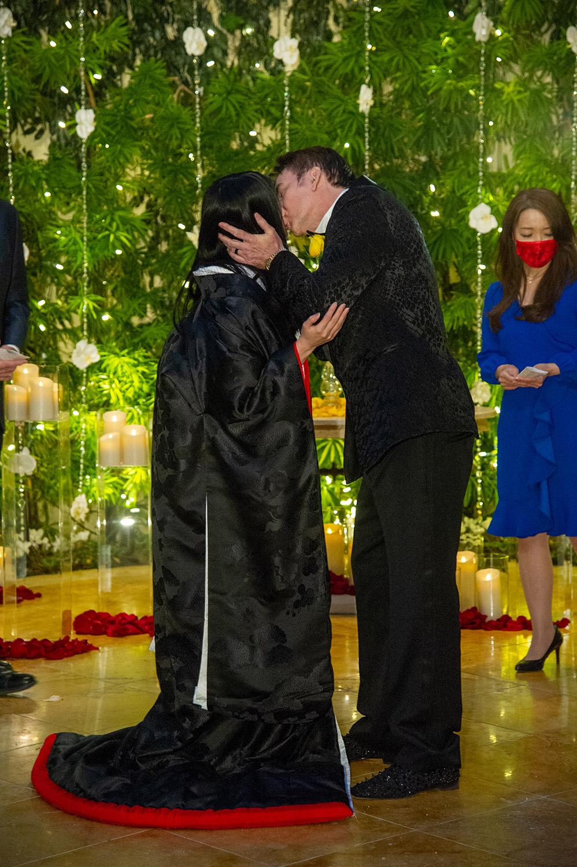 Голлівудський актор одружився на дівчині, яка молодша за нього на 31 рік (ФОТО) - фото 4