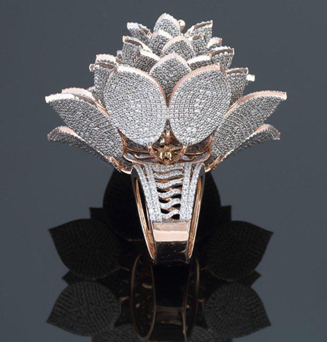 Неймовірна розкіш: ювелір створив каблучку з рекордною кількістю діамантів (фото) - фото 4