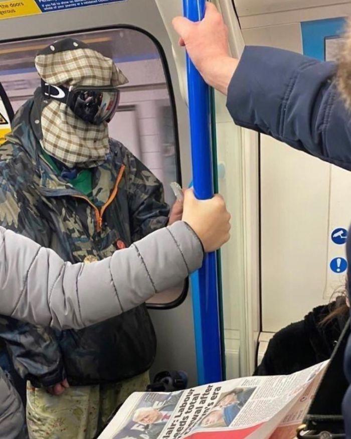 Фантазия или глупость: смешные фото, которые показывают, на что люди готовы, чтобы не носить маски - фото 12