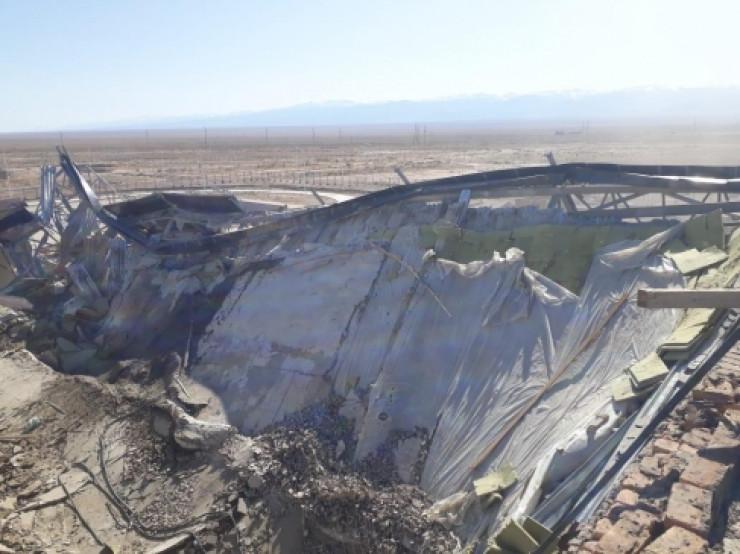 ФОТОФАКТ: в Казахстані під час спорудження рухнув майже за 3 млн доларів стадіон - фото 2
