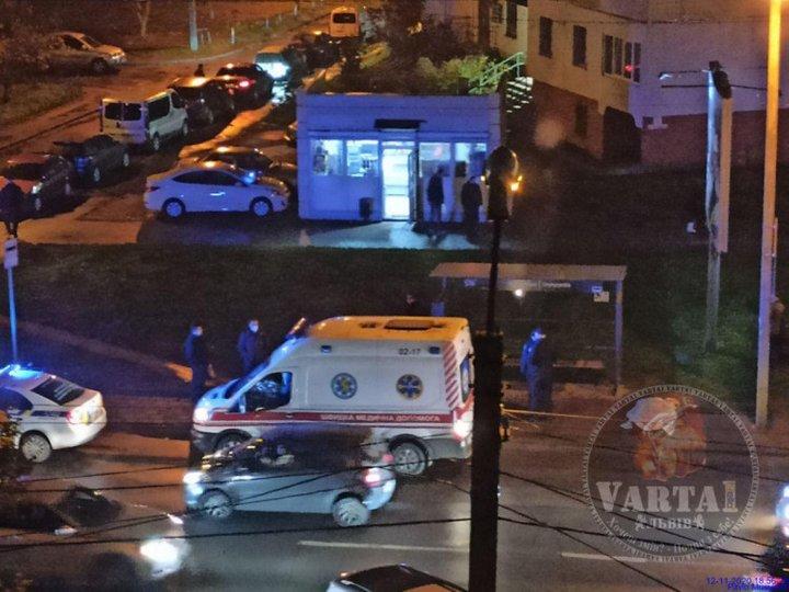 Во Львове пассажир выпал из автобуса и погиб (фото) - фото 2