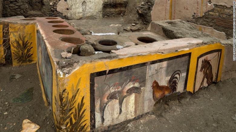 Археологи обнаружили древний магазин уличной еды в Помпеях - фото 3