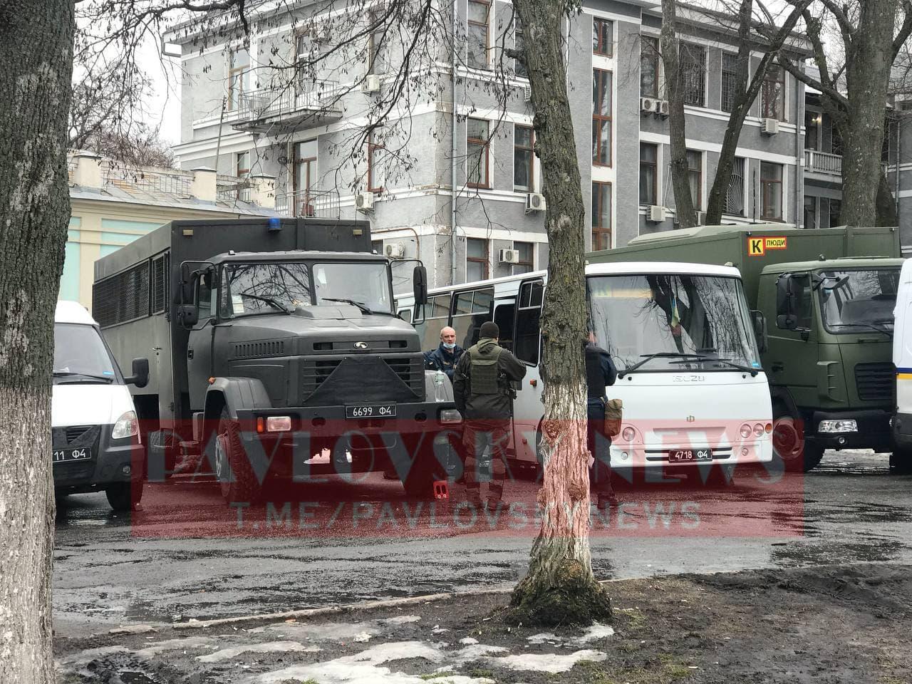У Києві активісти на підтримку Стерненка крокують до Генпрокуратури: уся колона в диму (фото) - фото 14