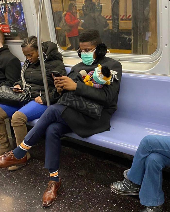 Фантазия или глупость: смешные фото, которые показывают, на что люди готовы, чтобы не носить маски - фото 11