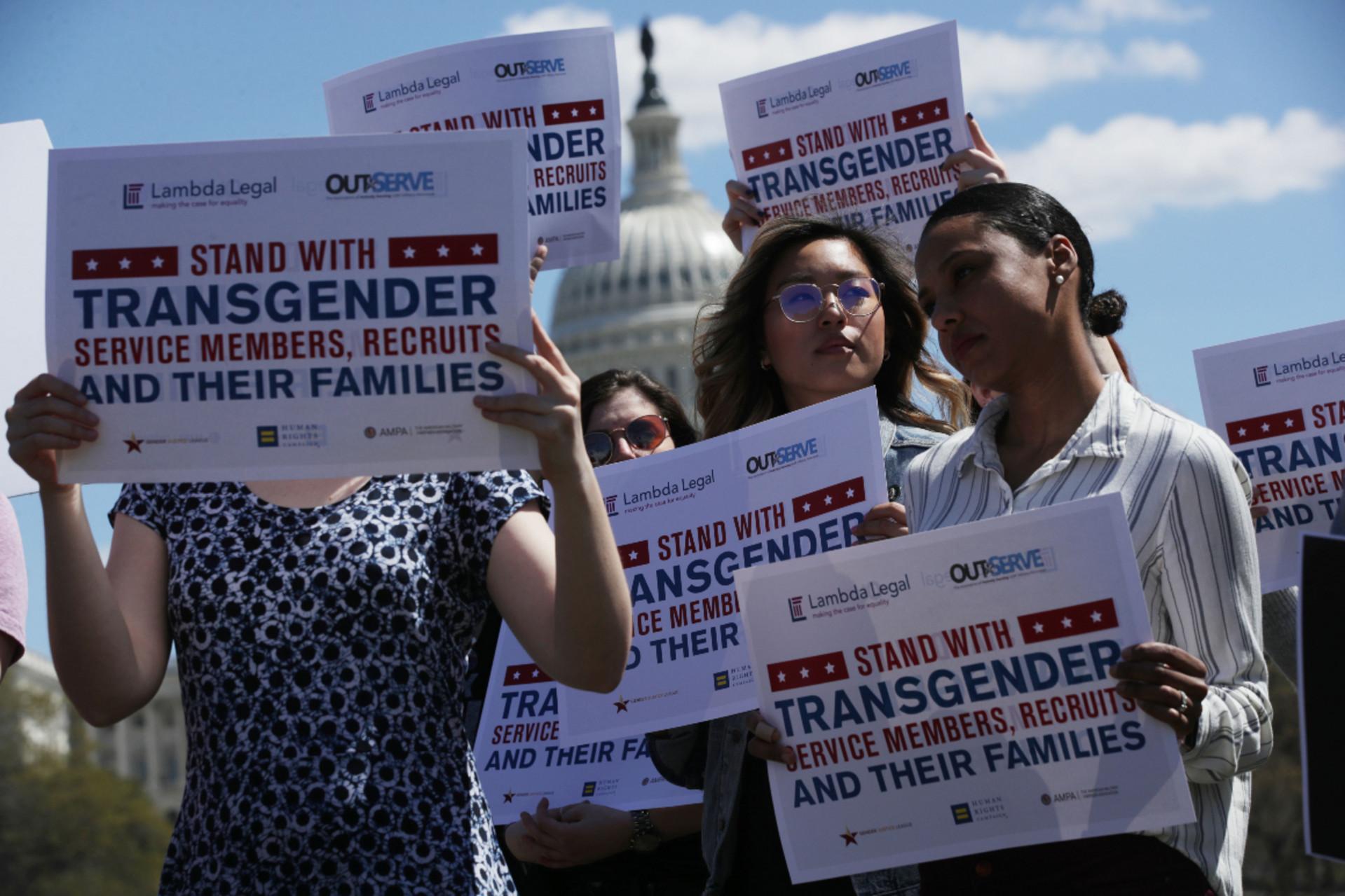 Трансгендери в армії: США повертаються до політики часів Обами щодо питань ЛГБТ - фото 2