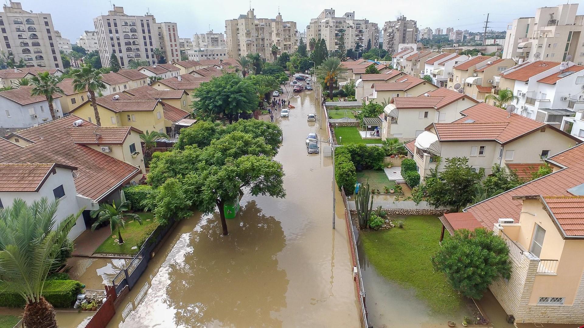 Сильные наводнения обрушились на Израиль после одного из самых дождливых дней в истории страны  - фото 6