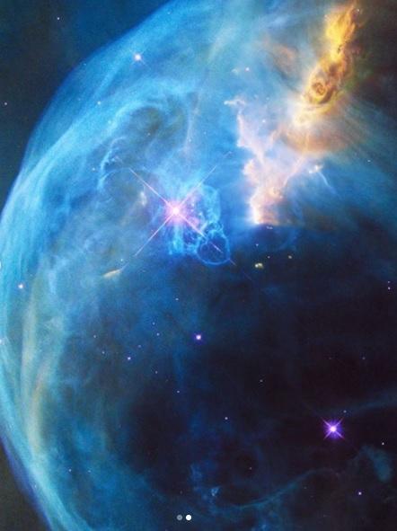 NASA показало, как выглядит звезда, которая горит в миллион раз ярче Солнца (ФОТО)  - фото 2