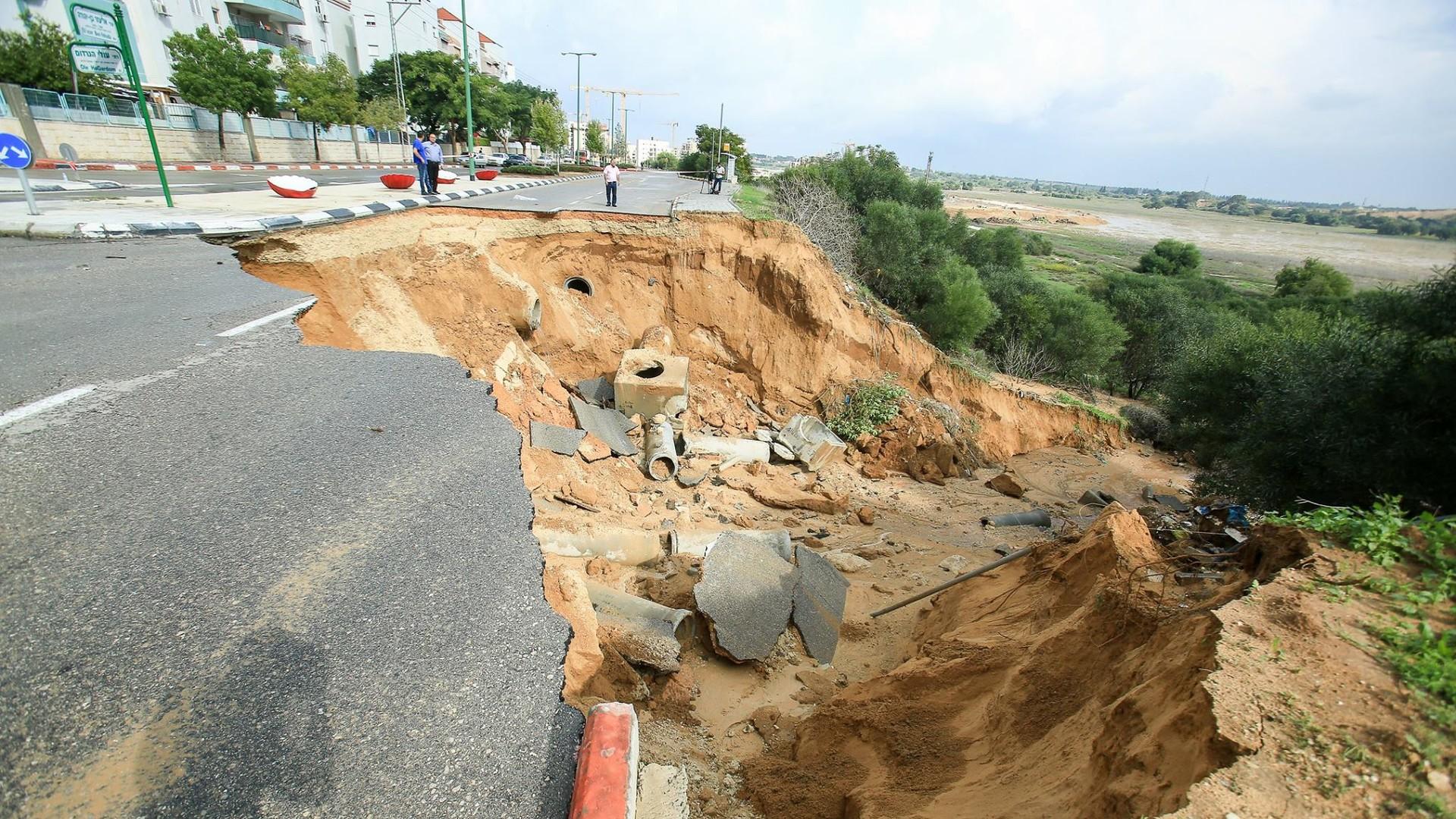 Сильные наводнения обрушились на Израиль после одного из самых дождливых дней в истории страны  - фото 9