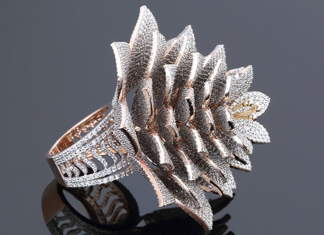 Неймовірна розкіш: ювелір створив каблучку з рекордною кількістю діамантів (фото) - фото 3