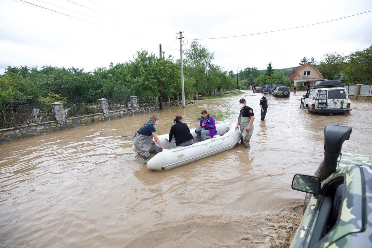 Паводок на западной Украине: ГСЧС огласила штормовое предупреждение - фото 2