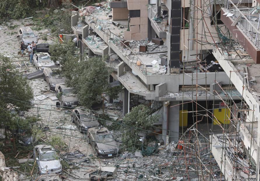 Будто кадры из фильма про Армагеддон: как выглядит Бейрут после взрывов (ФОТО, ВИДЕО) - фото 9