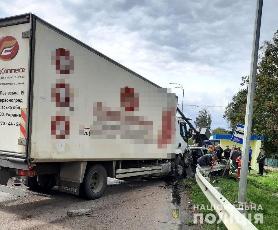 Дорогу «Киев-Чоп» временно перекрыто: что случилось - фото 3