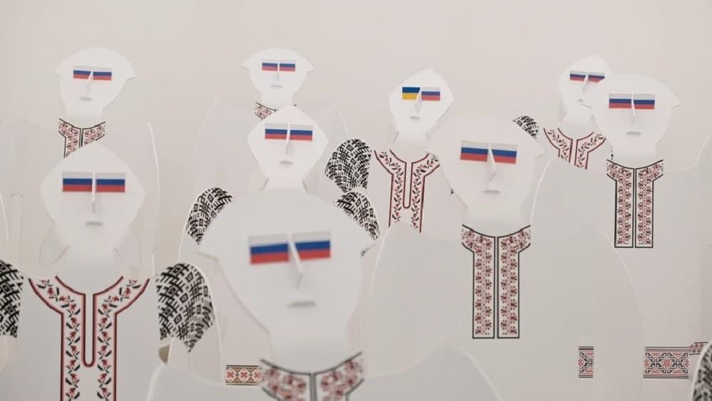 На колінах і з прапором РФ: чому СБУ допитувала художника з Чернівців (ФОТО) - фото 4
