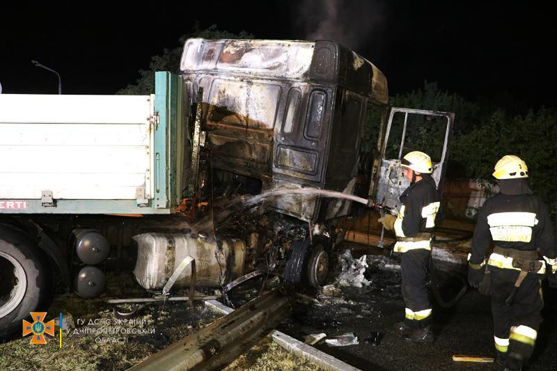 В Днепре произошло ДТП с четырьмя грузовиками: есть ли жертвы (ФОТО, ВИДЕО) - фото 7
