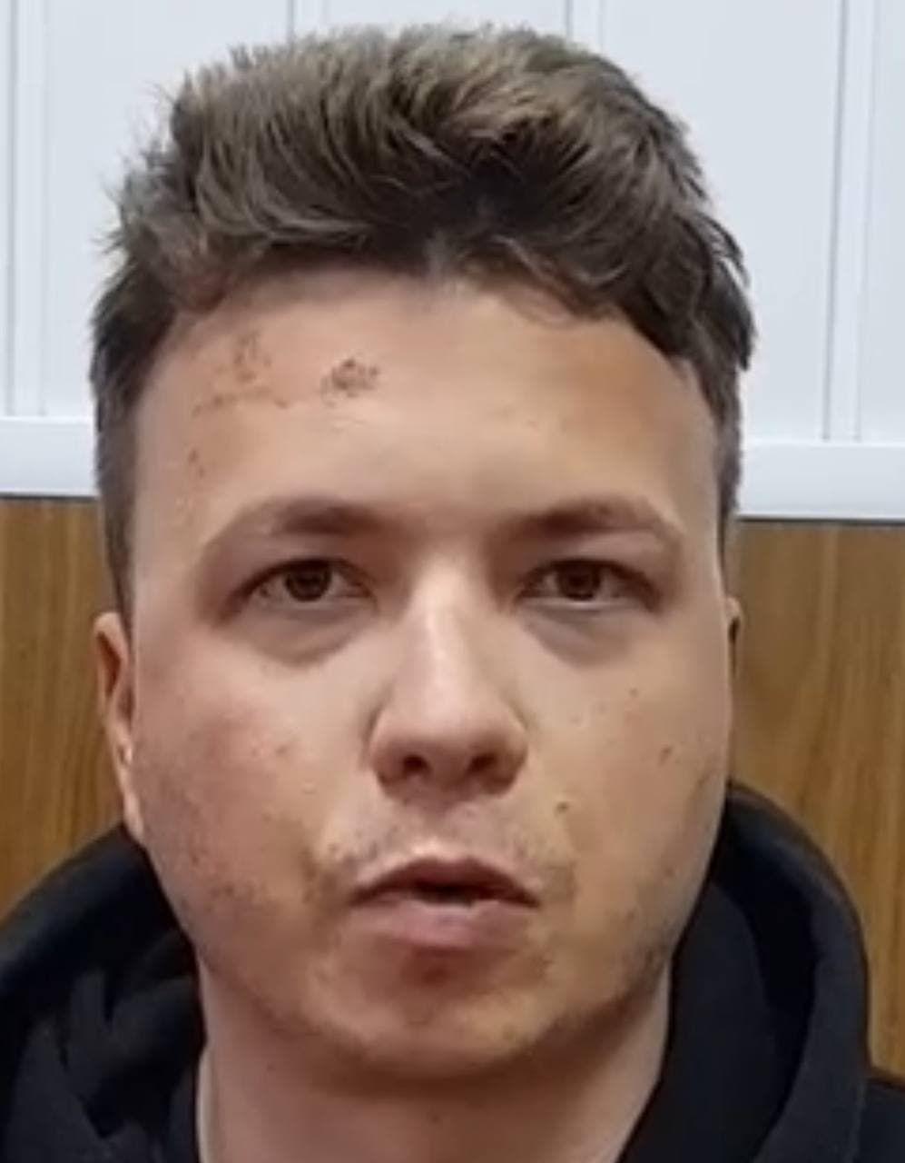 Белорусские силовики показали задержанного Романа Протасевича  - фото 2