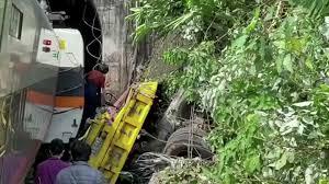 В Тайване произошла железнодорожная катастрофа: погибло полсотни человек (ФОТО)  - фото 4