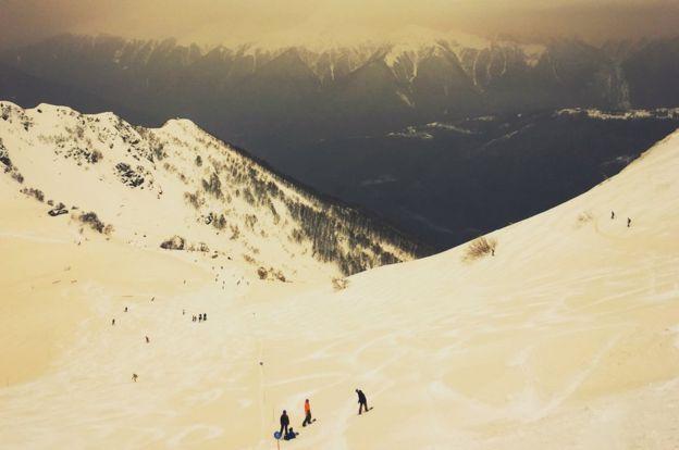 В Европе выпал цветной снег (Фото) - фото 5