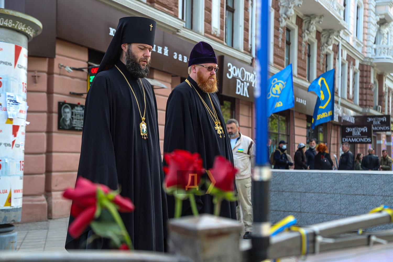 Годовщина событий 2 мая: в Одессе состоялся «Марш защитников города» (ФОТО) - фото 7