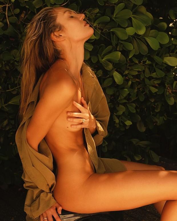 """""""Само совершенство"""": известная модель полностью обнажилась в новой фотосессии - фото 4"""