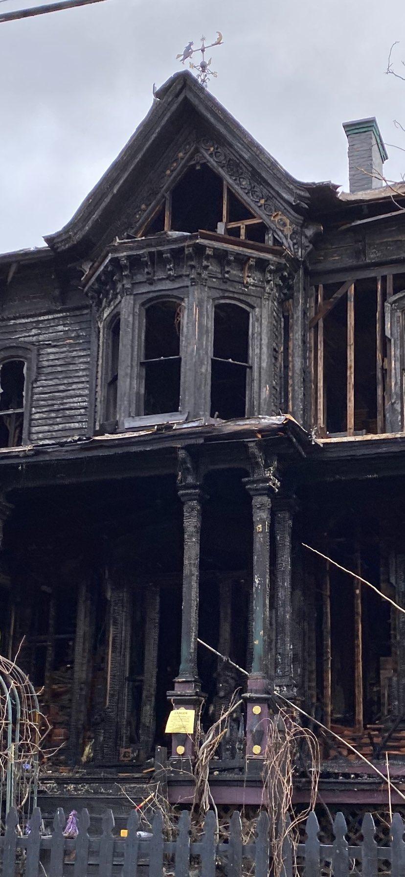У США згорів «Пекельний будинок» (ФОТО, ВІДЕО) - фото 3