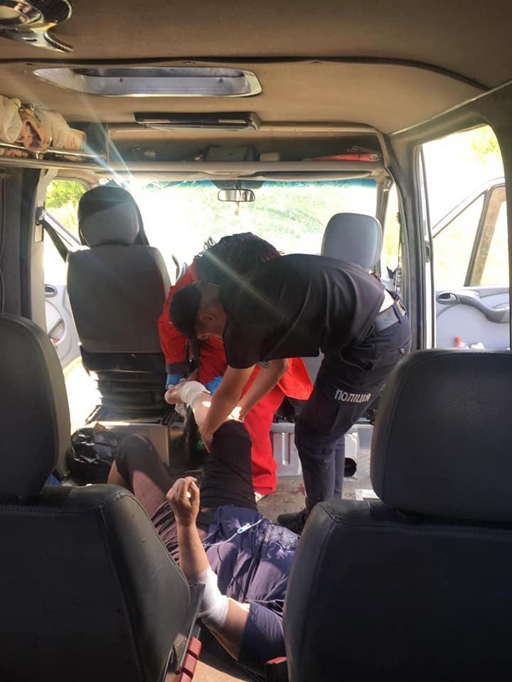 В Луганской области автобус с пассажирами слетел в кювет, есть пострадавшие - фото 2