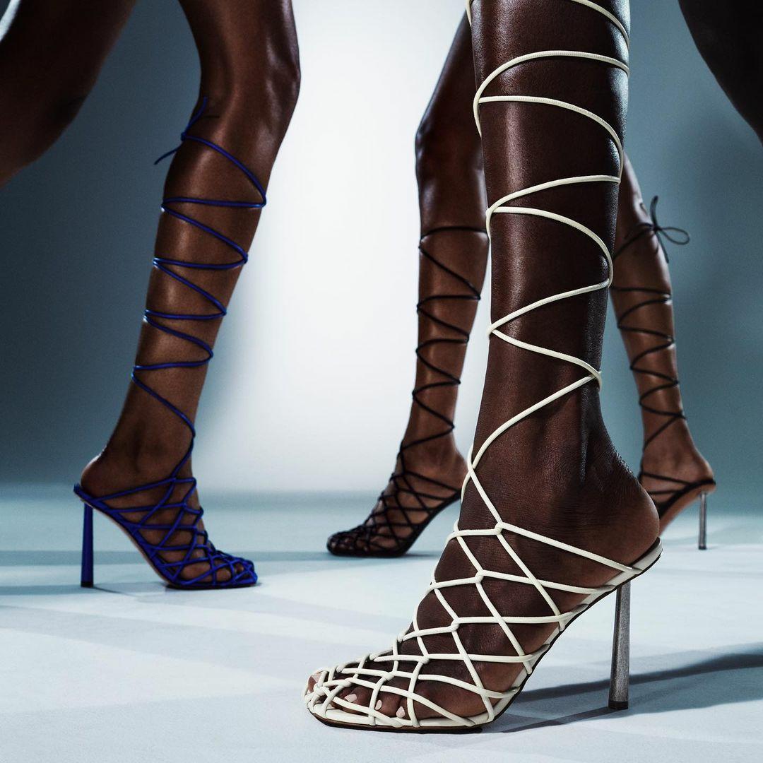 Співачка Ріанна перекваліфікувалася в дизайнери взуття (фото) - фото 8