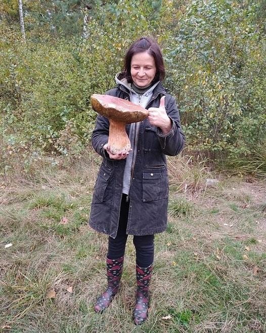 Заважив майже 2 кілограми: на Рівненщині жінка знайшла велетенський гриб (ФОТО) - фото 2