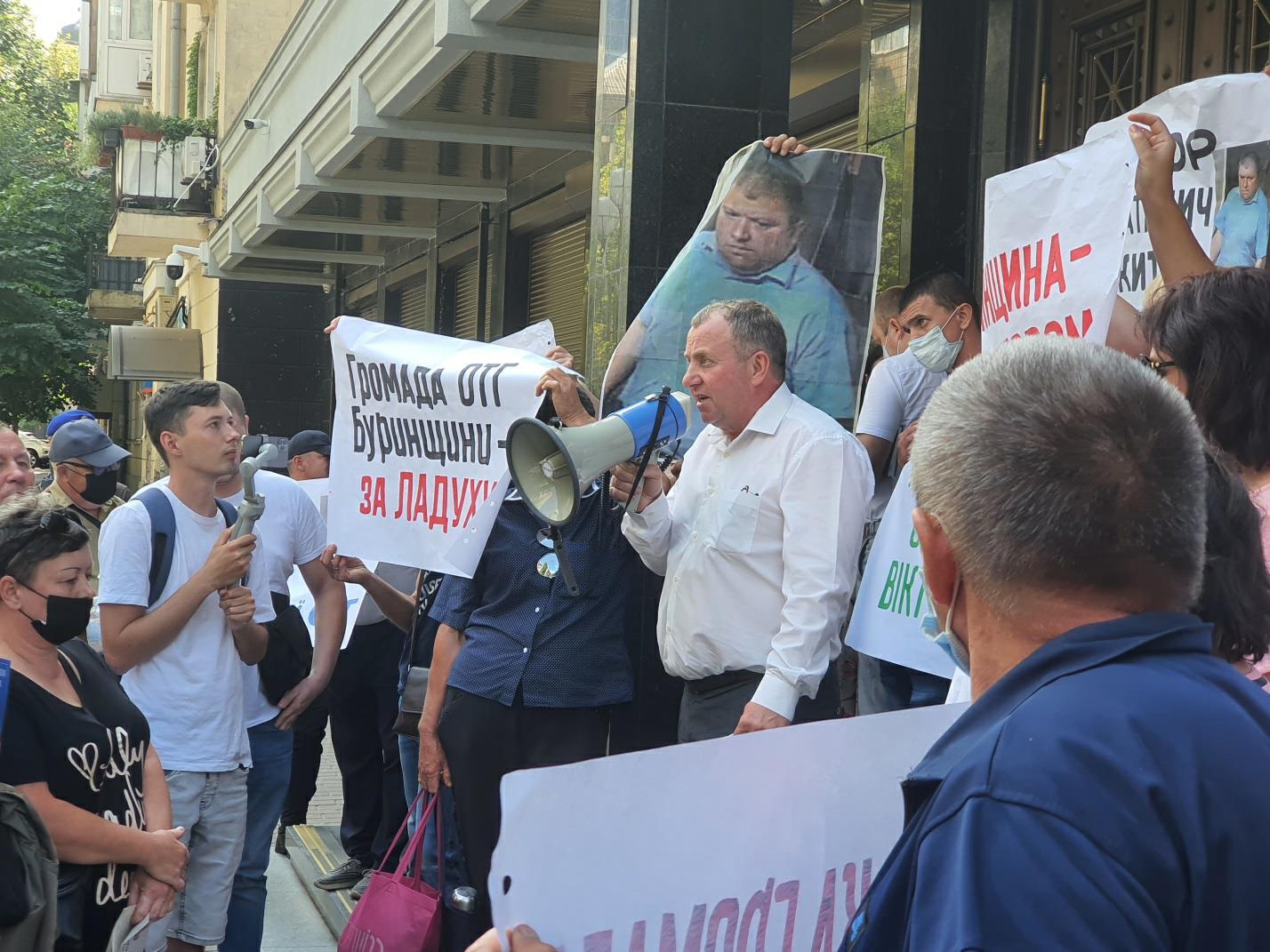 «Наталича в отставку»: под стенами ГПУ требовали увольнения одиозного конотопского прокурора - фото 2