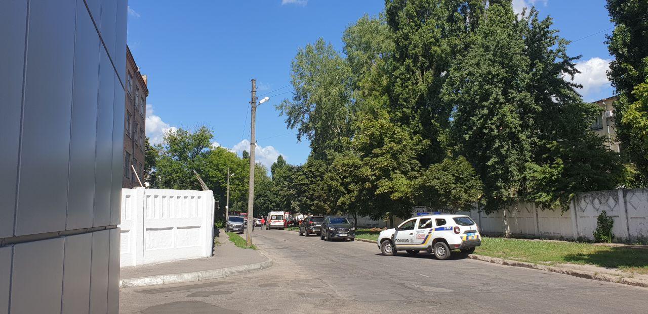 В Полтаве мужчина с гранатой захватил заложника (фото, видео) - фото 4