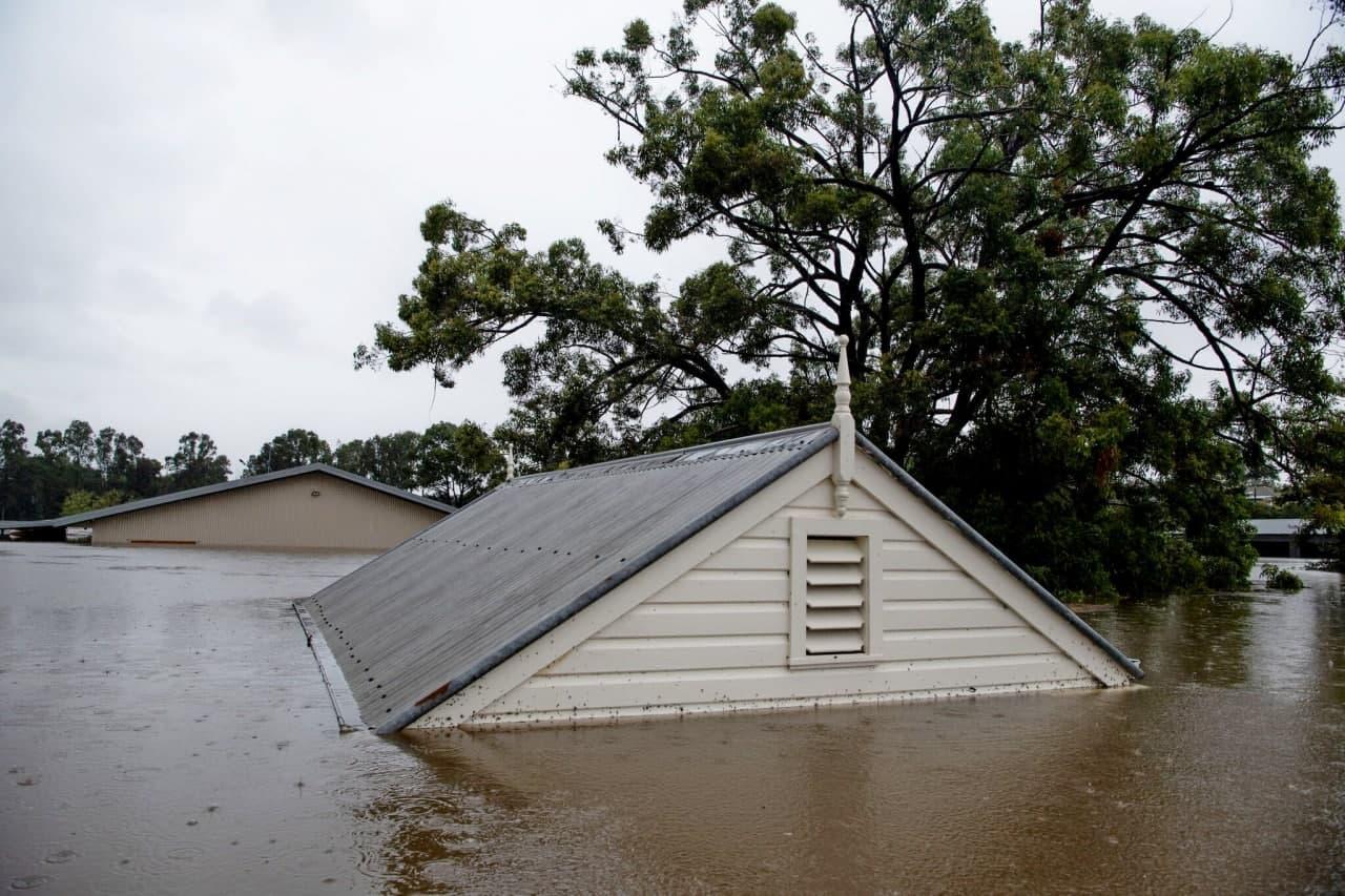 Австралия страдает от страшного наводнения: подробности (ФОТО, ВИДЕО) - фото 3