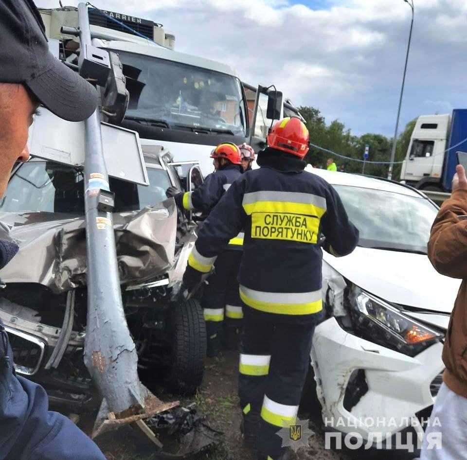 Дорогу «Киев-Чоп» временно перекрыто: что случилось - фото 4
