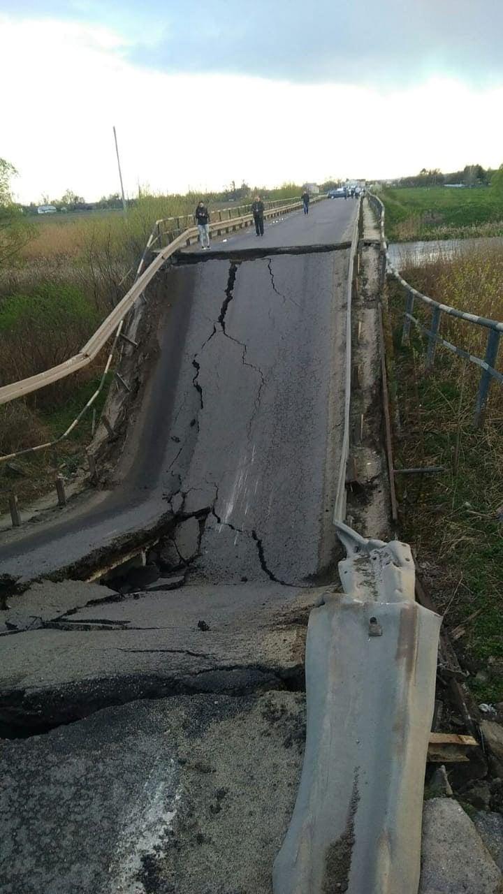 На трассе Львов — Луцк обвалился мост - фото 3