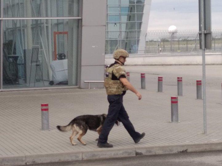 Почему в аэропорту Львова пришлось взорвать ноутбук туристки (ФОТО) - фото 2