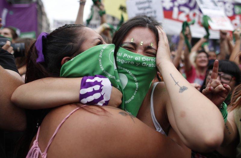 В Аргентине тысячи женщин вышли на митинг за легализацию абортов (ФОТО) - фото 6