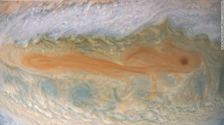 НАСА опубликовало фото поверхности и магнитных колебаний Юпитера - снимки как из фантастического фильма - фото 10