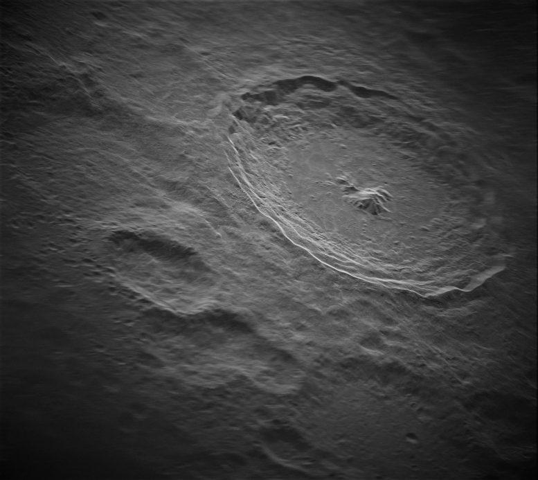 Астрономи зробили самий чіткий знімок місячного кратера: як він виглядає (ФОТО) - фото 2