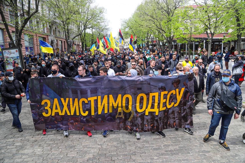 Годовщина событий 2 мая: в Одессе состоялся «Марш защитников города» (ФОТО) - фото 3