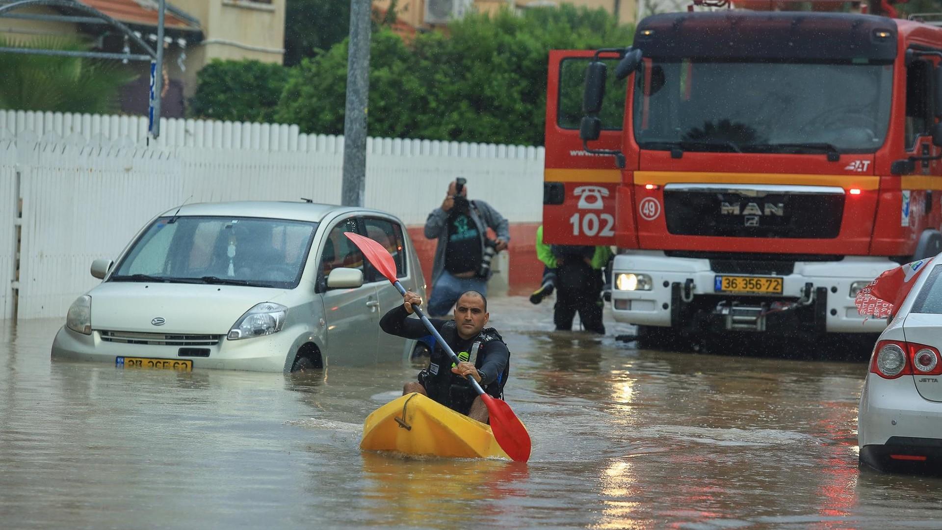 Сильные наводнения обрушились на Израиль после одного из самых дождливых дней в истории страны  - фото 10