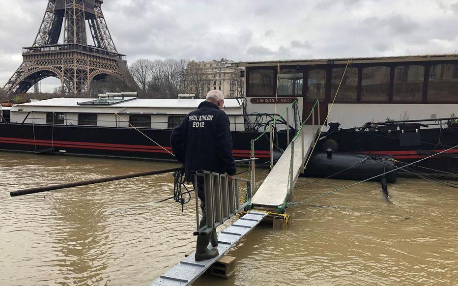 В Париже наводнение: как выглядит французская Венеция (ФОТО, ВИДЕО) - фото 2