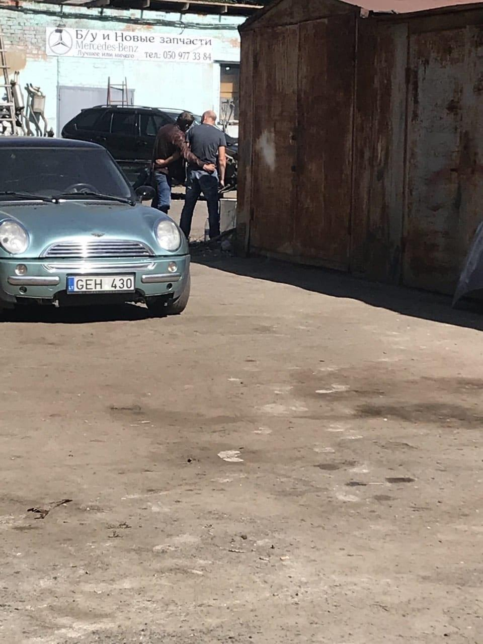 В Полтаве мужчина с гранатой захватил заложника (фото, видео) - фото 2