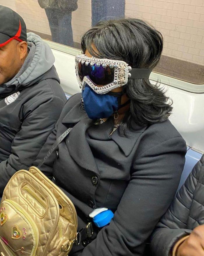 Фантазия или глупость: смешные фото, которые показывают, на что люди готовы, чтобы не носить маски - фото 16